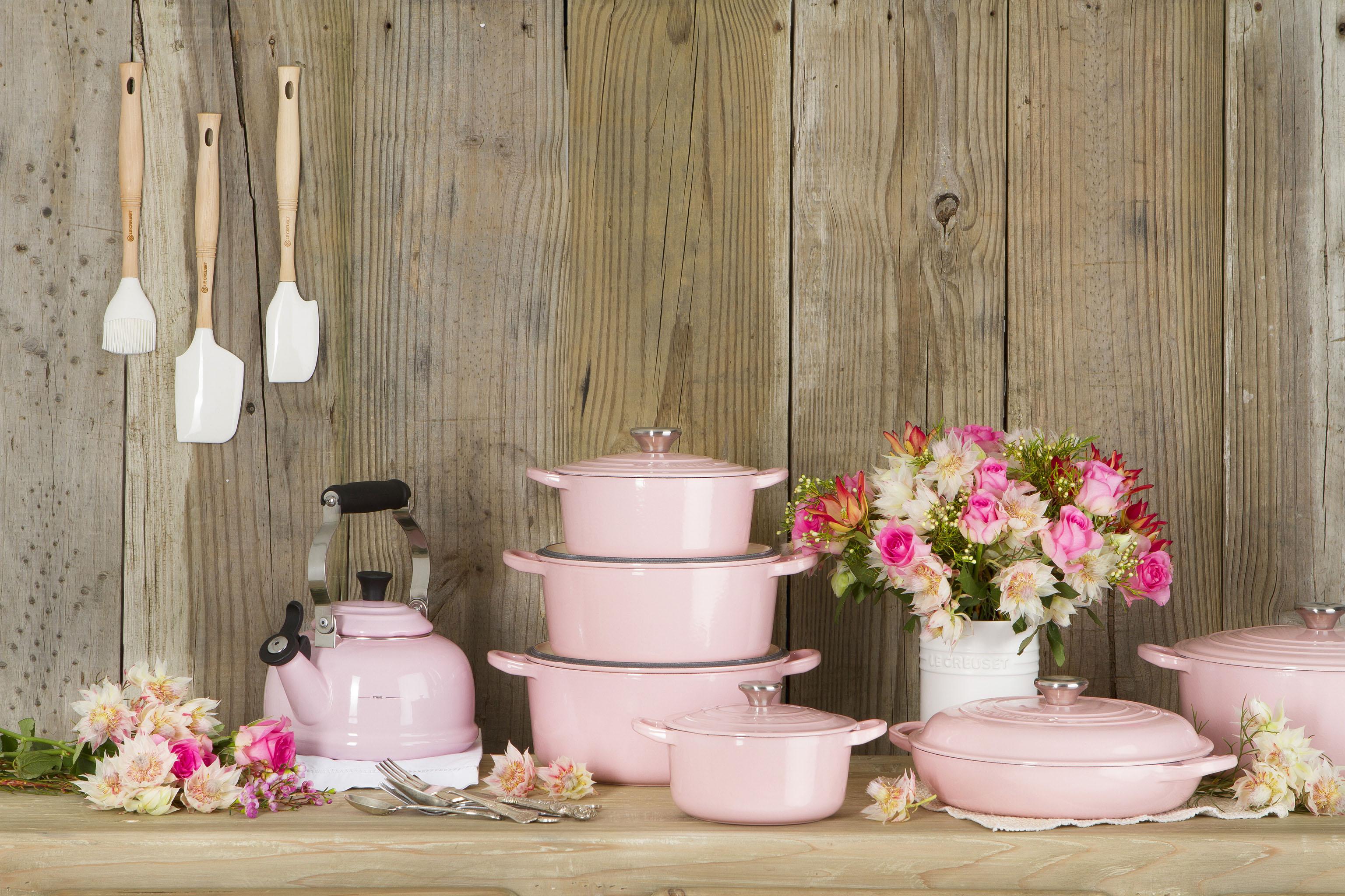 rosatastisch die neue le creuset serie chiffon pink bleywaren. Black Bedroom Furniture Sets. Home Design Ideas