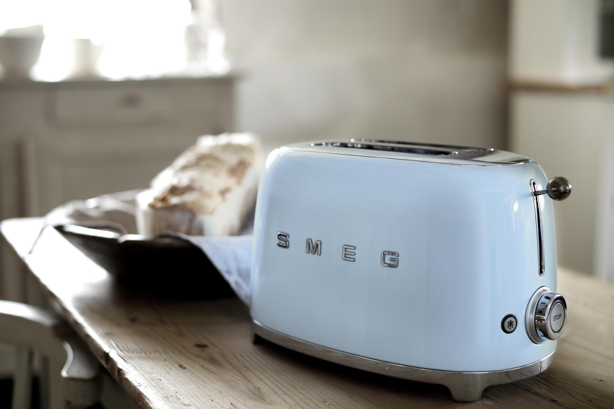 WEB_TSF01PBAU_56.jpg-smeg-toaster-retro-design-50s-60s-shop-bleywaren